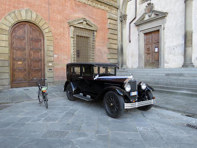 Vintage car outside Palazzo Budini Gattai, Piazza della Santissima Annunziata, Florence