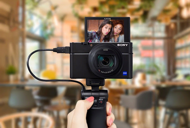 Image of the Sony RX100 VI premium digital compact camera with selfie screen - Park Cameras review