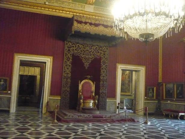 sala del trono nel Palazzo Reale Napoli