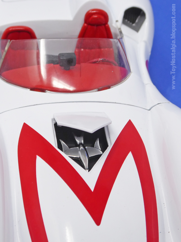 """MACH 5 - METEORO - American Muscle - 2003  El """"dron"""" paloma en su compartimento bajo el capot  (METEORO - SPEED RACER - MACH Go Go Go)"""