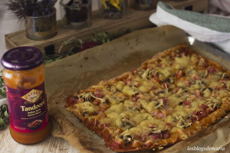 Pizza con salsa Pataks