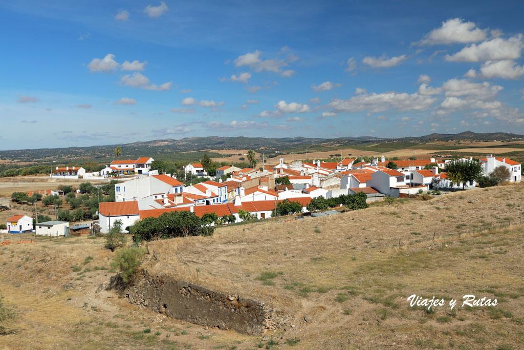 Vistas de la población de Juromenha