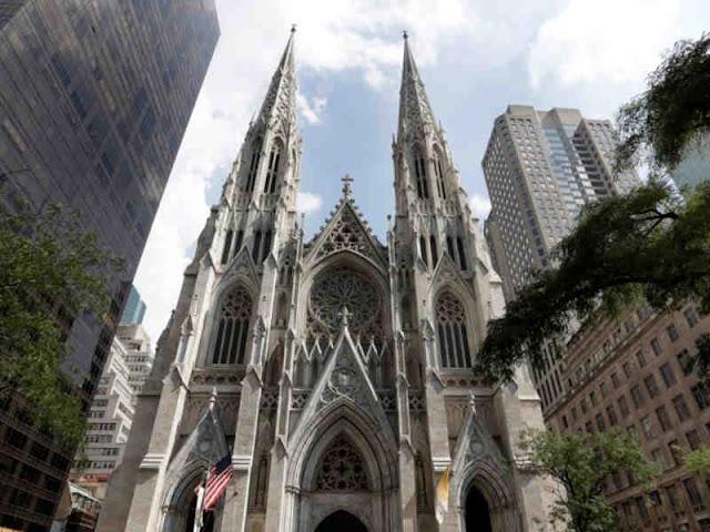 Polisi Tangkap Pria dengan Jiriken Bensin di Katedral Santo Patrick New York
