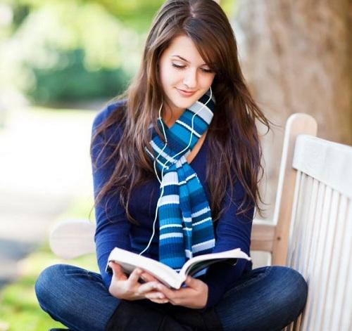 membaca buku bahasa inggris