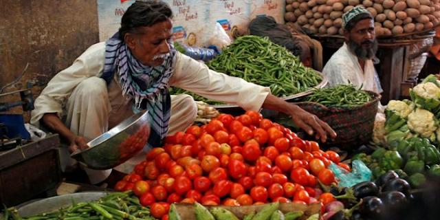 पाकिस्तान में महंगाई का ब्लास्ट: टमाटर 320, लौकी 170, सब्जी की सुरक्षा के लिए गार्ड तैनात