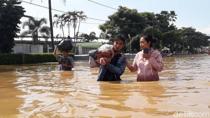 104 Ribu Warga Terdampak Banjir di 13 Kecamatan Kabupaten Bandung