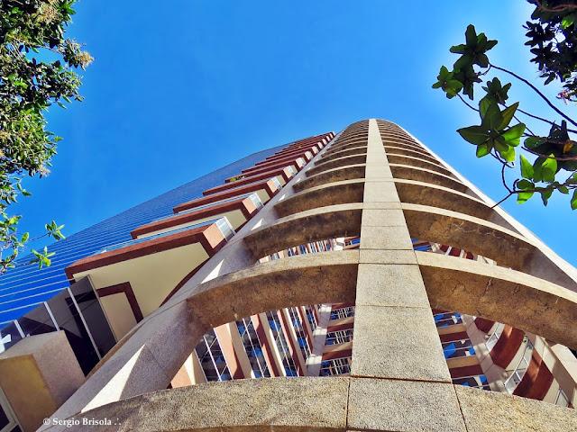 Perspectiva inferior da fachada do Edifício Atrium VII - Vila Olímpia - São Paulo