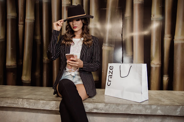 """<img src=""""WOMAN SITTING.png"""" alt=""""woman SITTING HOLDING HER HAT.guide to stylish"""">"""