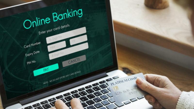 Τράπεζες: Πόλεμος για τους ηλεκτρονικούς λογαριασμούς