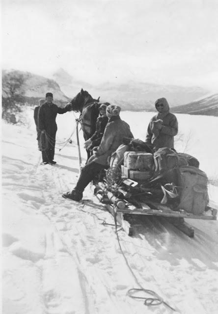 skjak.kommuneTransport av påsketuristar frå Liavatnet som skal til Mysubytta - frå ca 1950