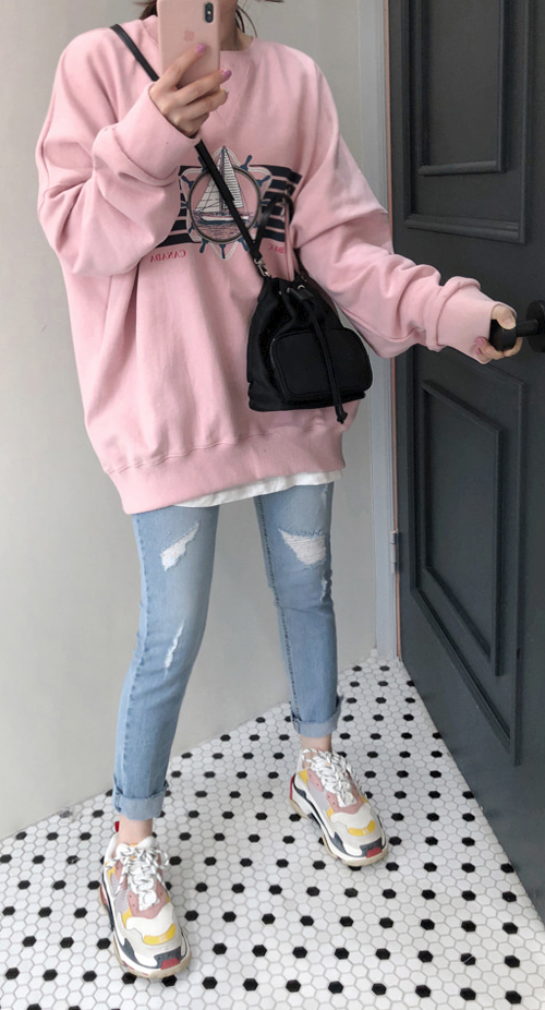 Graphic Print Loose Fit Sweatshirt