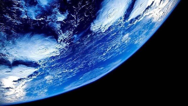 Bumi dilihat dari luar angkasa