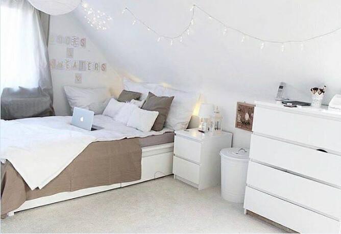 Desain ruangan kamar rumah minimalis sederhana warna cat putih