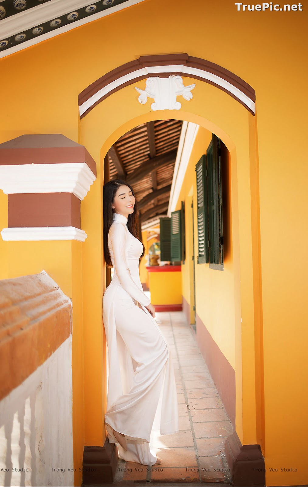 Image The Beauty of Vietnamese Girls with Traditional Dress (Ao Dai) #2 - TruePic.net - Picture-2