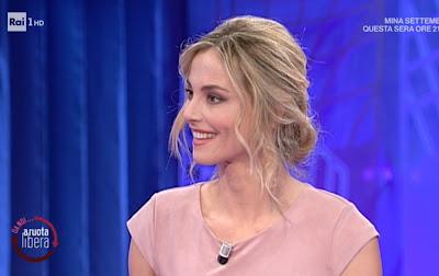 Francesca Fialdini conduttrice sorriso foto