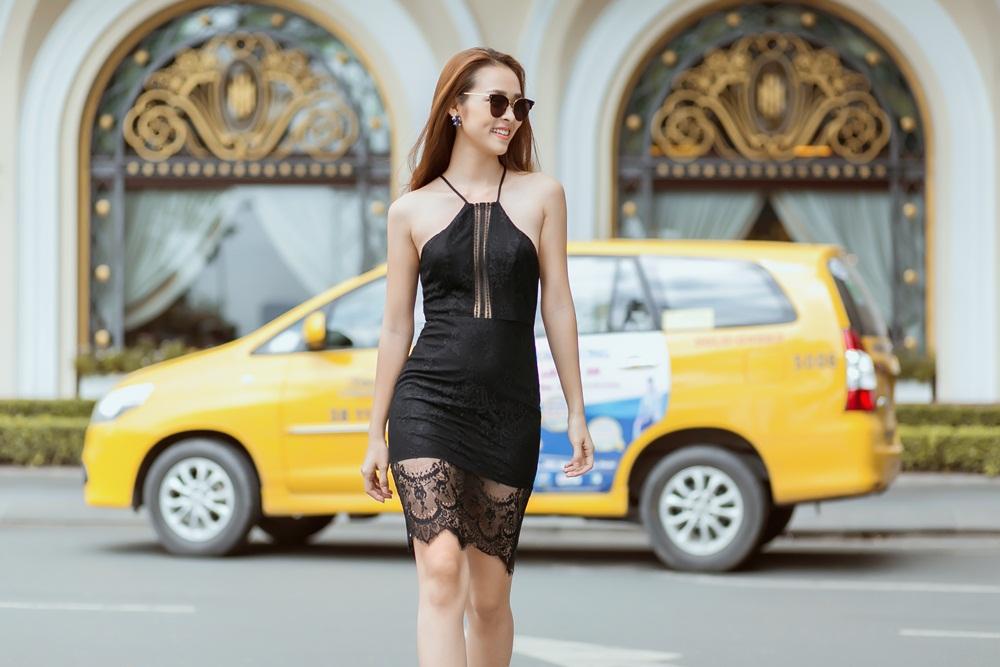 Mỹ nhân 9X khéo léo kết hợp váy ren với giày rockstuds @BaoBua: Duyên