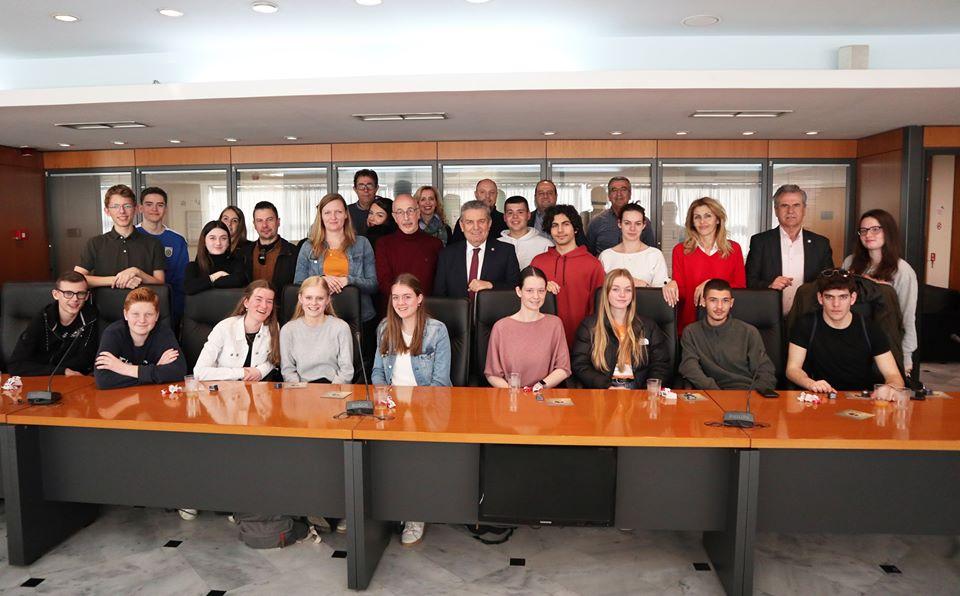 Στο Δημαρχείο Ιλίου μαθητές και εκπαιδευτικοί από το 3ο ΓΕΛ Ιλίου και την Ολλανδία
