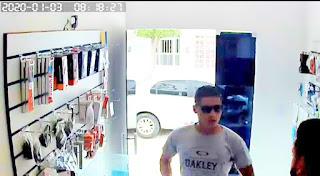 Loja é assaltada no centro de Barra de Santa Rosa; veja vídeo