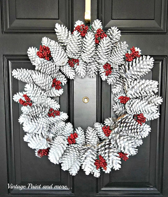 Vintage, Paint and more... how to make a seasonal wreath with pine cones and faux berries