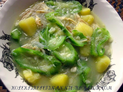 Sup sayur petola campur ubi kentang