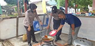 Polsek Daik Lingga berbagi Makanan dimasa Pandemi