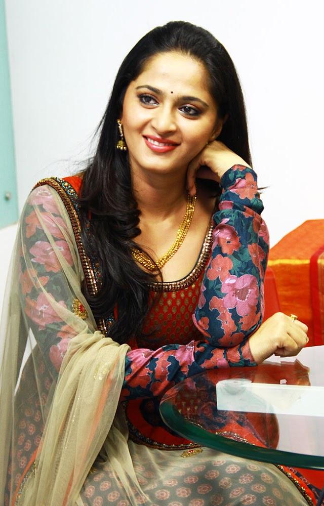 latest bollywood movies Anushka Shetty's Hot Photos