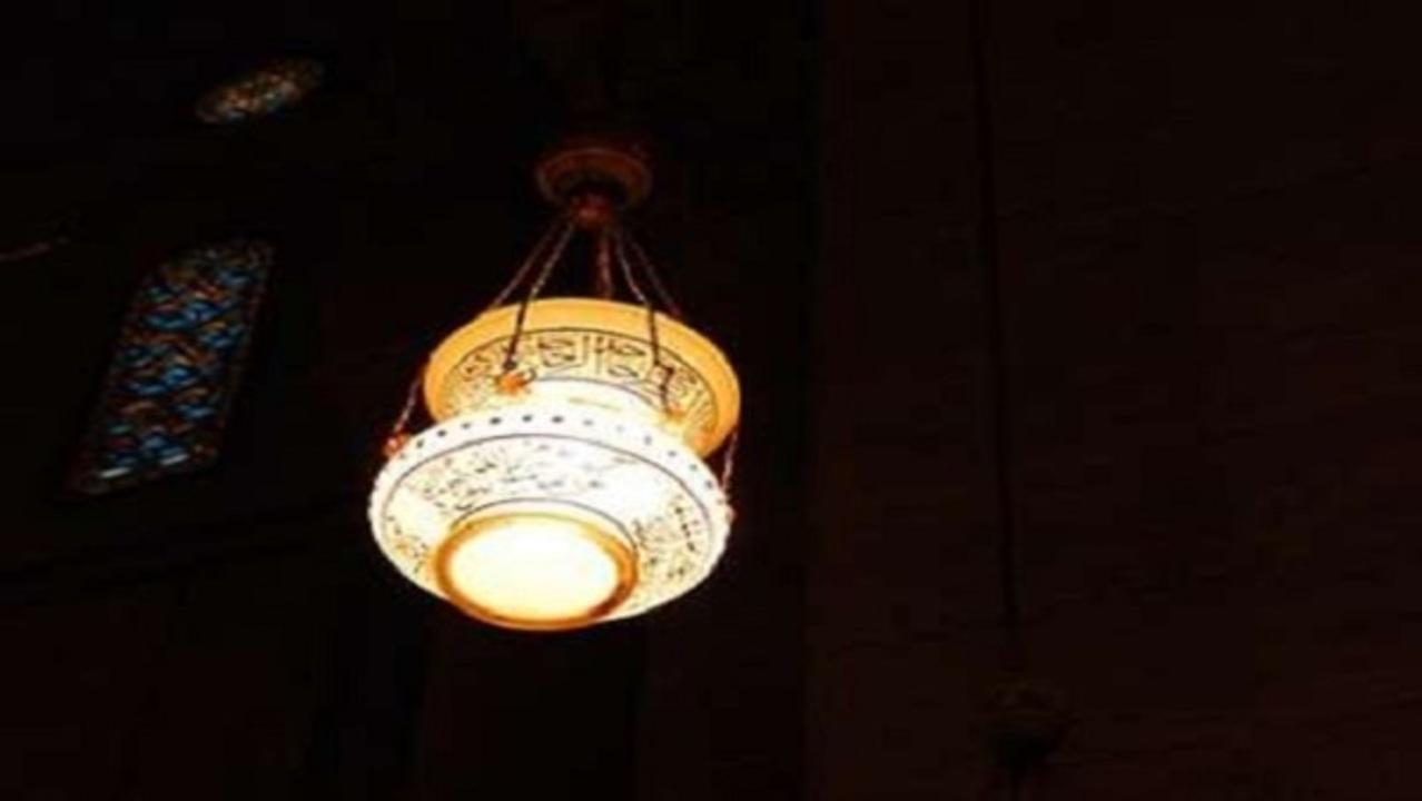 Inspiratif, Kisah Tukang Lampu yang Ahli Ilmu Nahwu