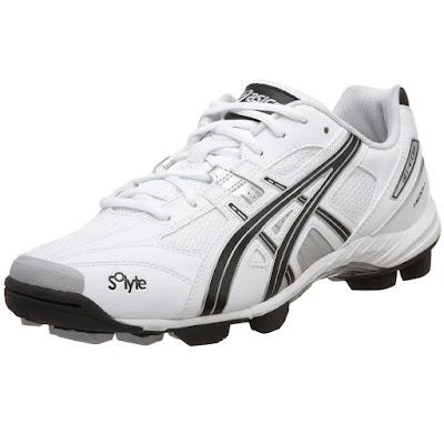 Asics Low Cut Soccer Shoes