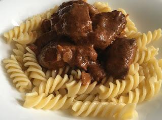Mięso wołowe z makaronem