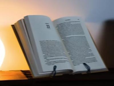 วิธีทำ ที่วางอ่านหนังสือจากไม้แขวนเสื้อ - Turn Wire Hanger Into A Bookstand