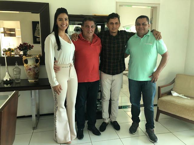 Pré-candidata a deputada estadual Daniella Tema conta com o apoio incondicional do cantor Mizael Texeira.