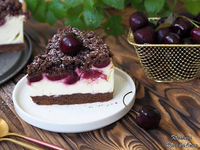 Kruche ciasto z masą śmietanową i czereśniami