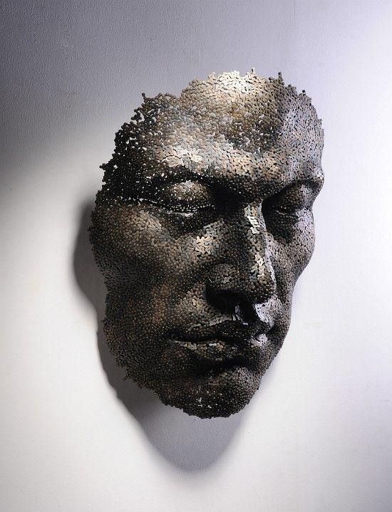Escultura de rostro humano