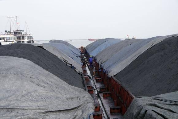 Cảnh sát biển tạm giữ 6.000 tấn than không rõ nguồn gốc
