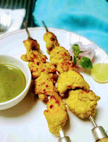 Serving chicken reshmi kabab with green chutney and onion slices