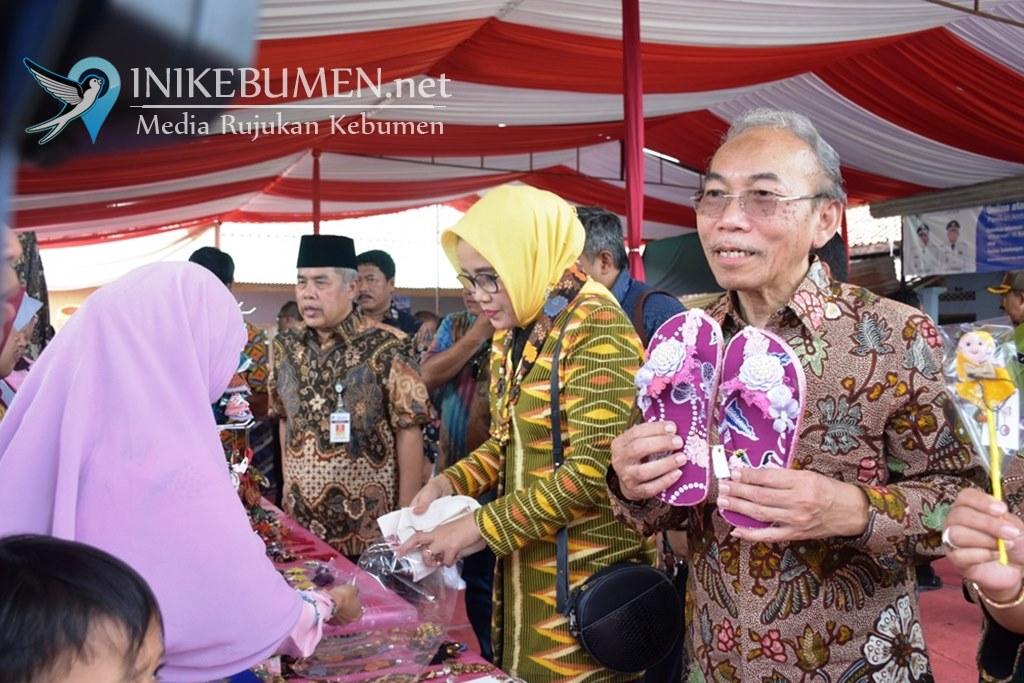 Bupati Kebumen Resmikan Gapura Kampung Batik Gemeksekti yang Dibangun Unindra