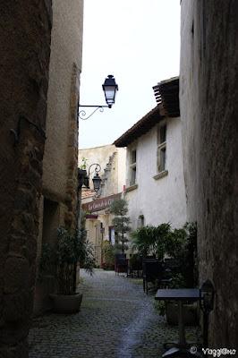 Una delle belle vie della cittadella di Carcassonne