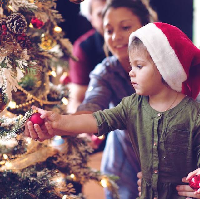 Por que nós decoramos árvores de Natal?