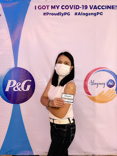 Raffy Fajardo, President and General Manager of P&G Philippines (left) and P&G employee (right) during P&G's vaccine administration schedules.