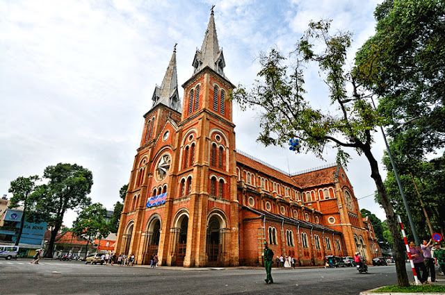 Where should travelers go sightseeing in Ho Chi Minh City?
