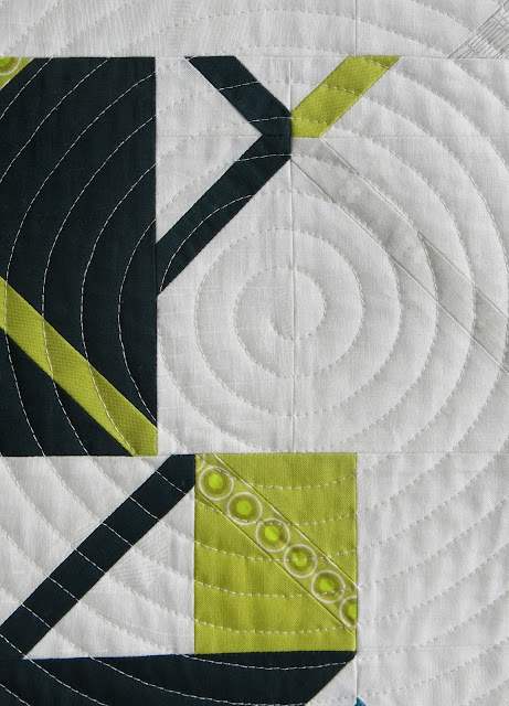 Luna Lovequilts - Vinyle - overall spiral quilting - Detail