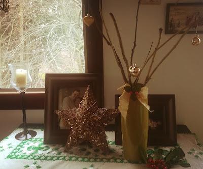 jarrones adornados con motivos navideños