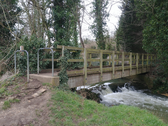 The footbridge over the River Rib, mentioned in point 6 above Image by Hertfordshire Walker released via Creative Commons BY-NC-SA 4.0