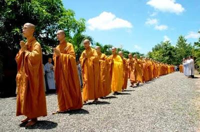 Những nguyên tắc cần biết khi đi lễ đền chùa để tránh thất kính với Thần Phật