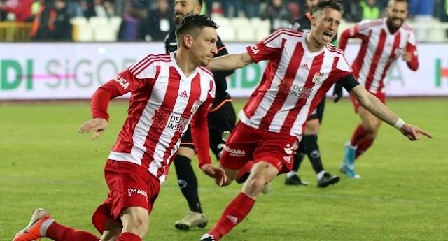 Futbol Mert Hakan Yandaş Sivasspor'a veda etti