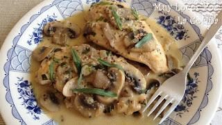 Pechugas de pollo con salsa de champiñones, mostaza y estragón