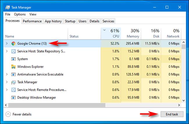 """حدد العملية في """"إدارة المهام"""" وانقر فوق """"إنهاء المهمة"""" في نظام التشغيل Windows 10."""