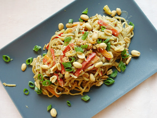 One Pot Pasta mit Erdnussauce | Zubereitet #inunter20 Minuten | judetta.de