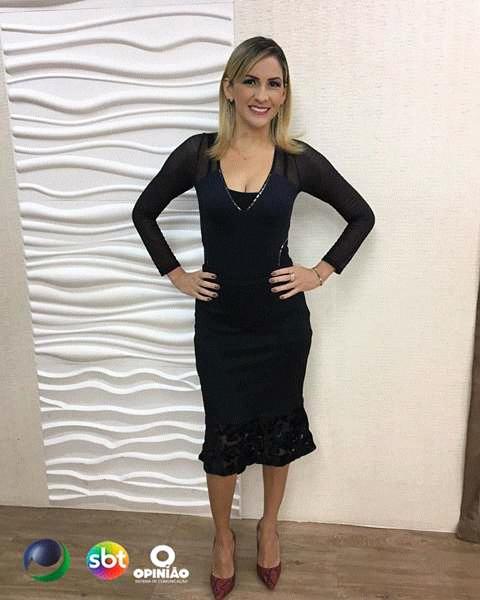 Apresentadora da TV ponta verde SBT de Alagoas Áurea Danta destaque nas redes social por causa do seu vestido.