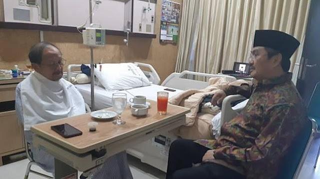 BJ Habibie Dirawat Sejak 2 September, Ada Cairan di Paru-parunya